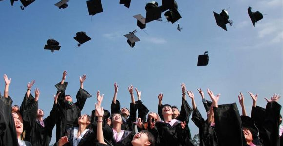 Top 9 Tips for International Students Considering Applying To the UK
