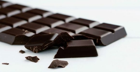 6 Surprising Health Benefits of Dark Chocolate