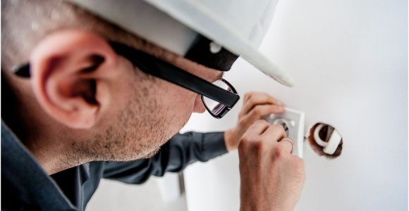 7 Step Guide to Get Highly Skilled and Professional Electrician!