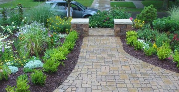 7 Landscaping Tips for a Low-Maintenance Lawn