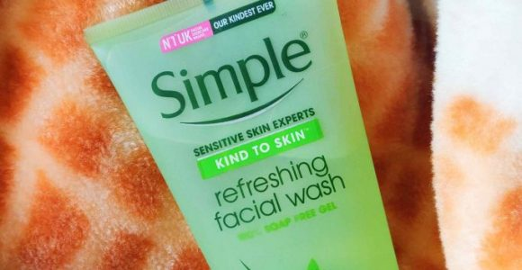 Simple Refreshing Face Wash Review