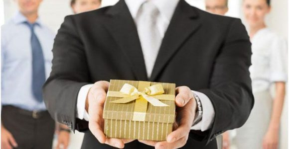 Gifts for Employees That Are Thoughtful and Useful