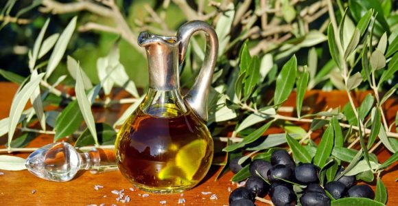 Top 8 Benefits of using Kumkumadi Oil for skin | GetSetHappy
